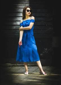 Платье длинное синее с открытыми плечами Т4880