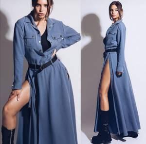 Платье длинное с разрезом на ноге А40049