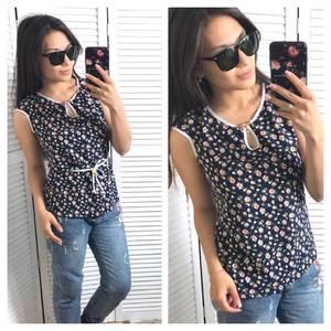 Блуза с цветочным принтом без рукавов Т1429
